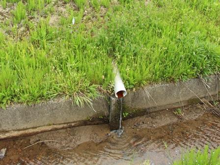▲田んぼの水位を調節する仕組み